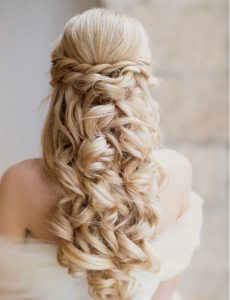 classy-and-elegant-half-up-half-down-wavy-wedding-hairstyle